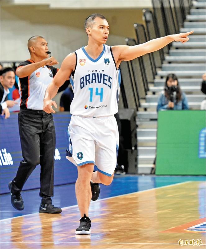 蔡文誠復出拿下13分3籃板,為富邦本土最佳。(記者塗建榮攝)