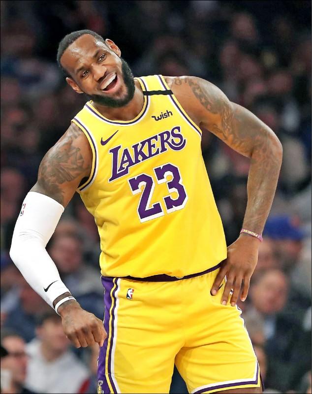 35歲的詹姆斯拒絕退化,仍持續主宰NBA。(法新社)