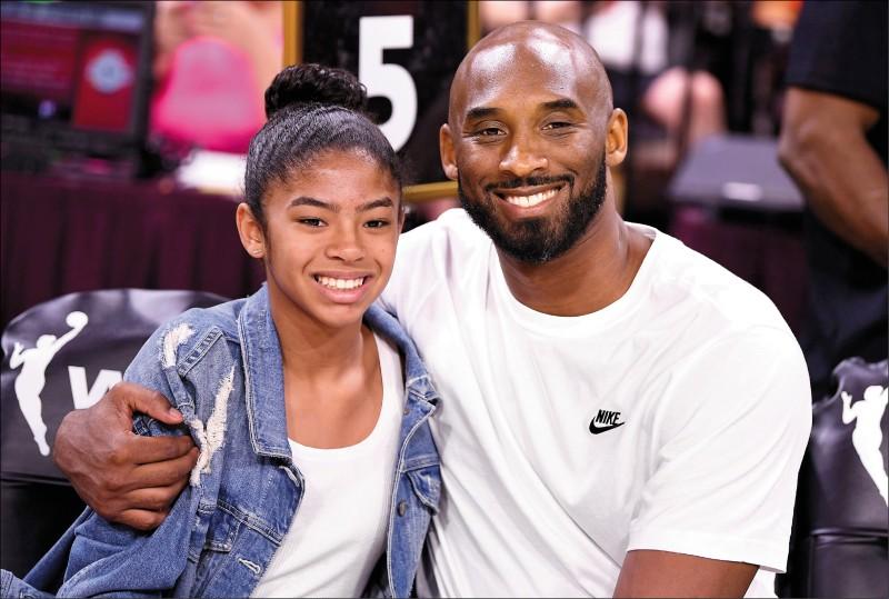 13歲的吉安娜(左)遺傳老爸布萊恩(右)的優良籃球基因,潛力備受期待,可惜想打進WNBA的夢想,如今已無法實現。(今日美國資料照)