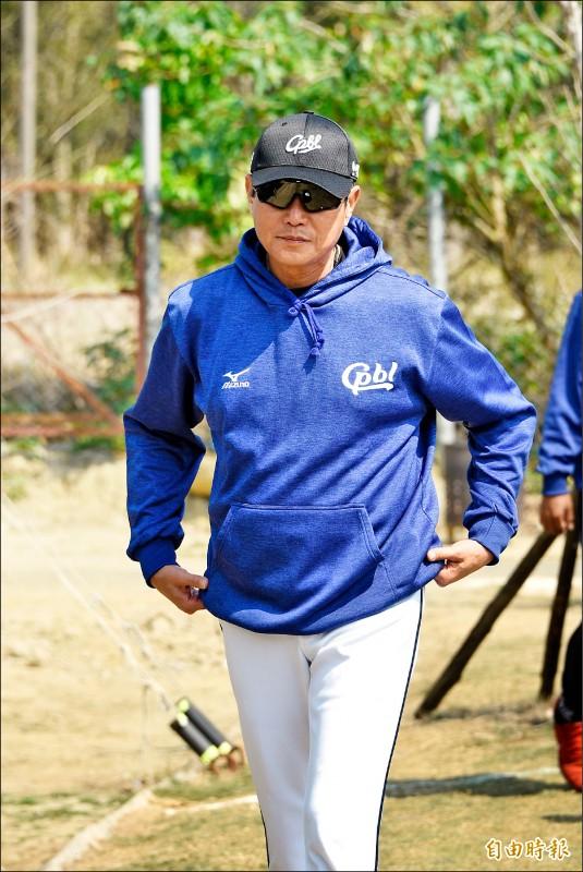 台灣隊內野守備教練吳思賢是吳昇峰在棒球路上的貴人。(記者龔乃玠攝)