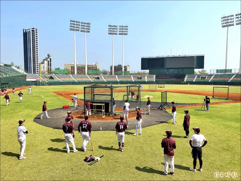 培證英雄隊在澄清湖棒球場春訓。(記者黃旭磊攝)