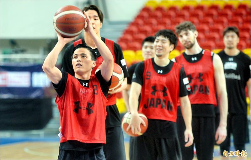 日本隊有備而來,昨到台北和平館練球。(記者林正堃攝)
