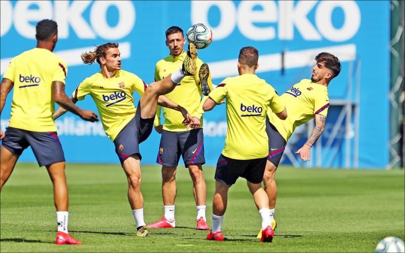 西班牙逐漸解除封鎖措施,巴薩球員也開始恢復練習。(資料照,歐新社)