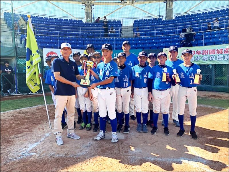 謝國城盃全國少棒賽昨天劃下句點,桃園市單場4轟擊敗台北市,拿下本屆冠軍。 (棒協提供)