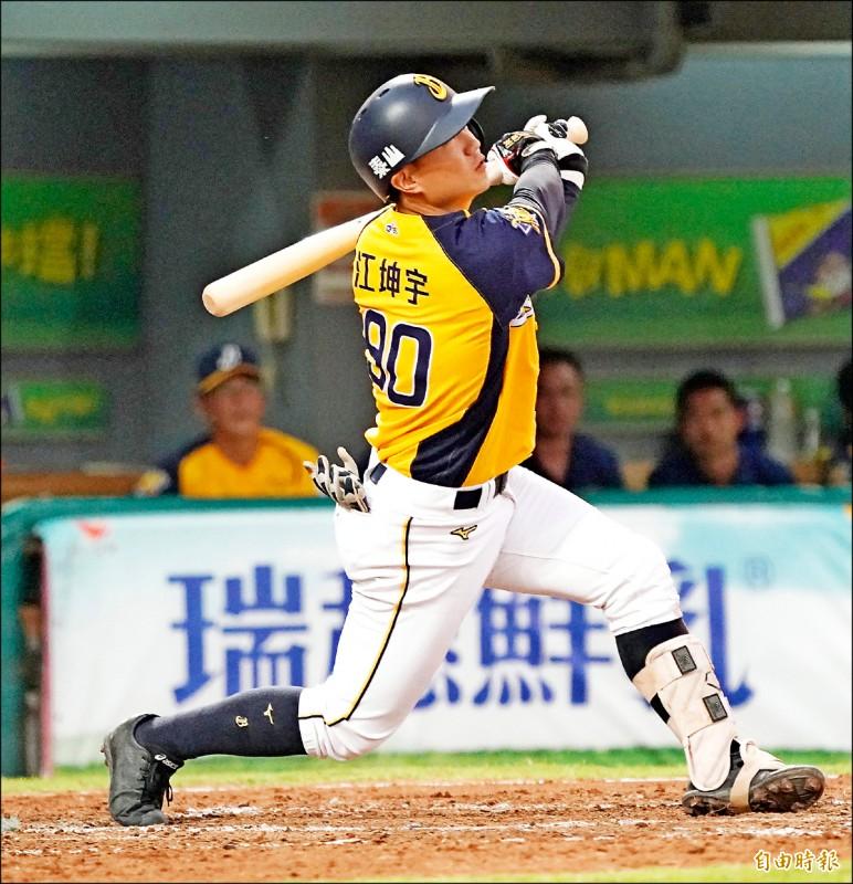 兄弟游擊手江坤宇昨邁入20歲,表現卻是出眾「超齡」。(記者黃志源攝)