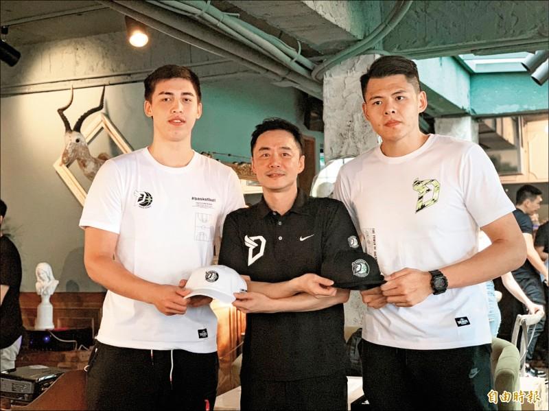 寶島夢想家宣布網羅譚傑龍(左)、李德威(右)。 (記者吳孟儒攝)