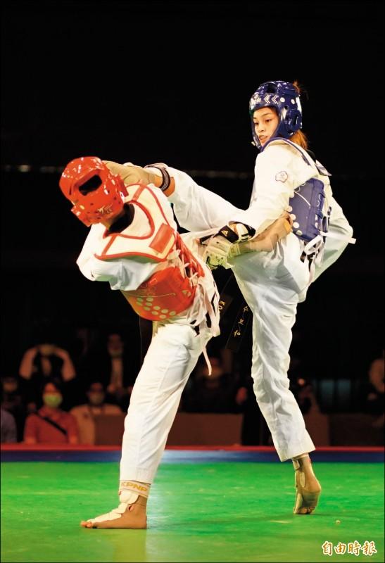 蘇柏亞(右)一路過關斬將,奪下模擬對抗賽金牌。(記者黃志源攝)