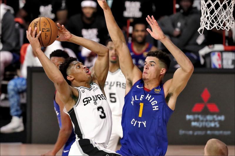 金塊波特(右)成為隊史首位連兩戰至少拿30分、10籃板的菜鳥。(今日美國)
