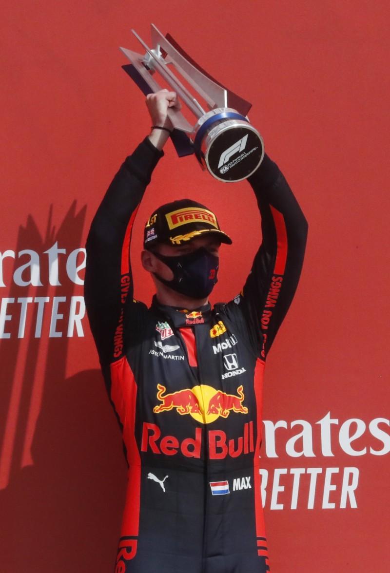 賽車》紅牛車隊突破賓士壟斷 維斯塔潘本季開胡奪冠