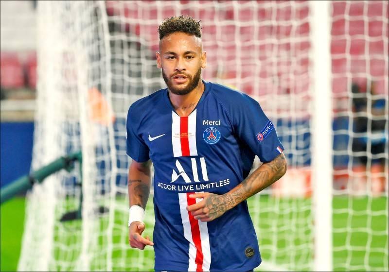 效力於法甲巴黎聖日耳曼的巴西足球明星內馬爾(Neymar)今被球隊證實感染武漢肺炎,將馬上進行隔離。(路透)