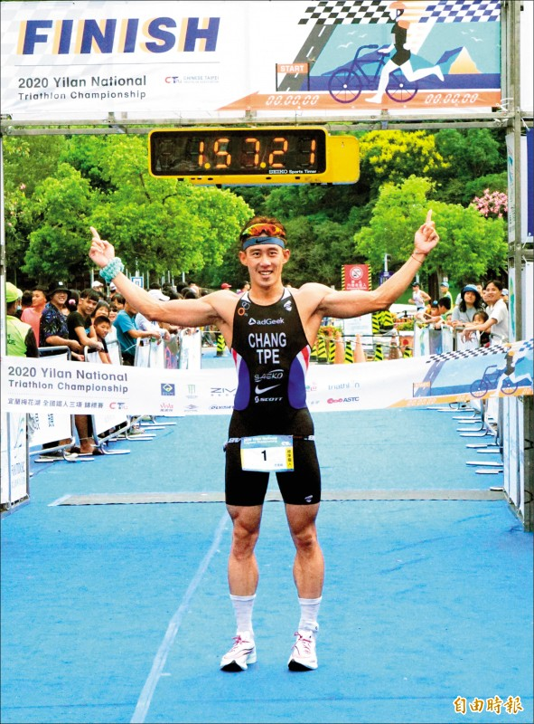 梅花湖全國鐵人3項錦標賽,「台灣一哥」張團畯奪冠。(記者廖聿偉攝)