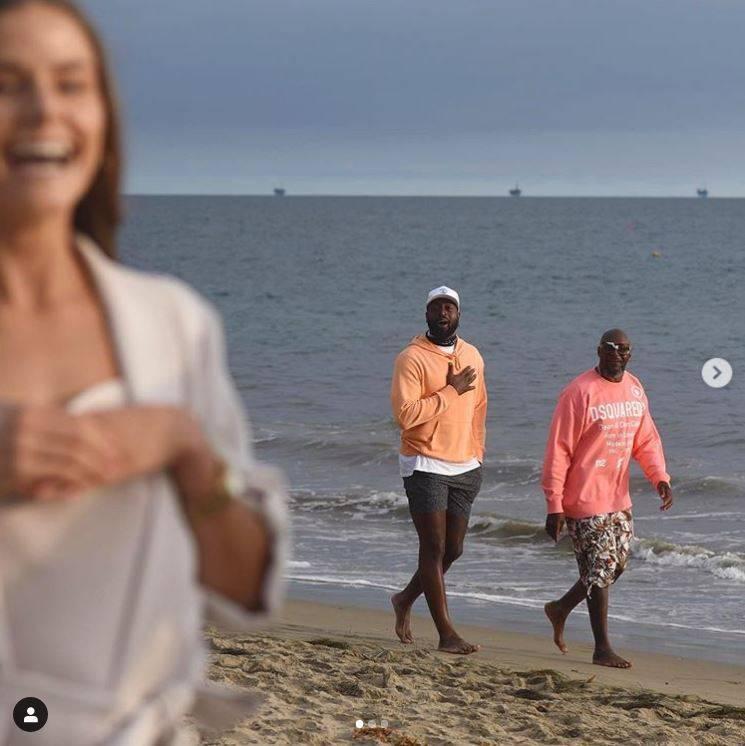 NBA》巨星魏德亂入民眾求婚 大方合照粉絲瘋狂轉推