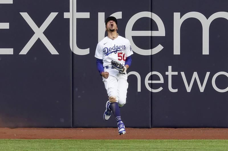 MLB》道奇貝茲超神美技接殺 美媒全看傻了 (影音)