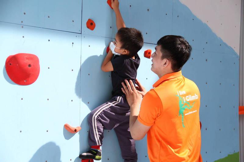 體壇》全台最大打球還能攀岩 新竹迪卡儂運動體驗場啟用