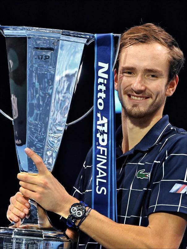 梅德維夫連退Top 3 年終賽首冠超純