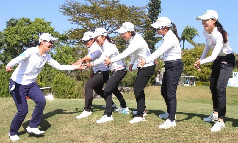 高球》男女對抗賽擊敗男子隊 隊長徐薇淩驚喜:沒想到會贏