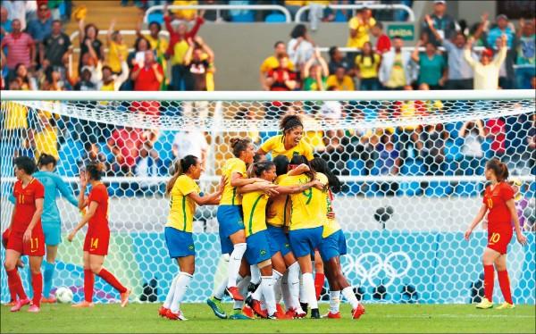 女足先開戰 巴西3:0宰中國
