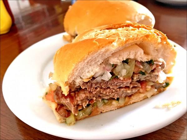 《里約大冒險-假日版》巴西牛比人多 吃不盡的肥美