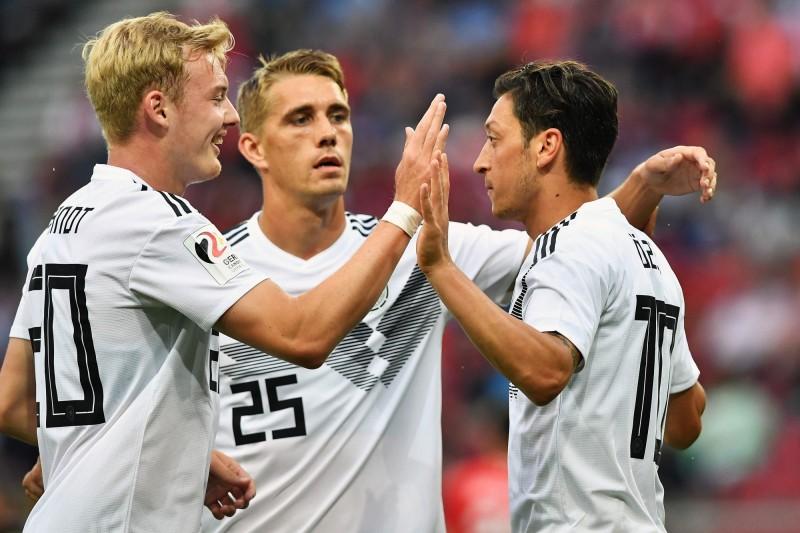 足球》打破沉默聲援厄齊爾 德國中場:不該讓他背黑鍋