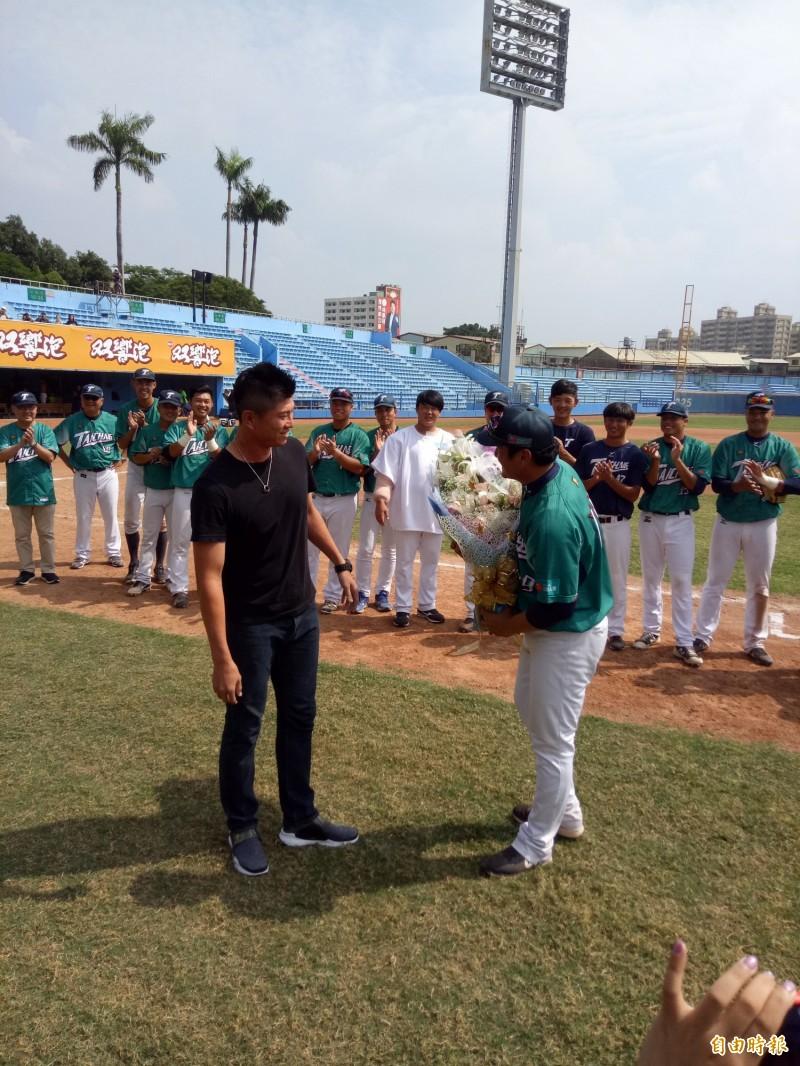 棒球》溫馨儀式、神秘嘉賓現身 林英傑正式轉任教練
