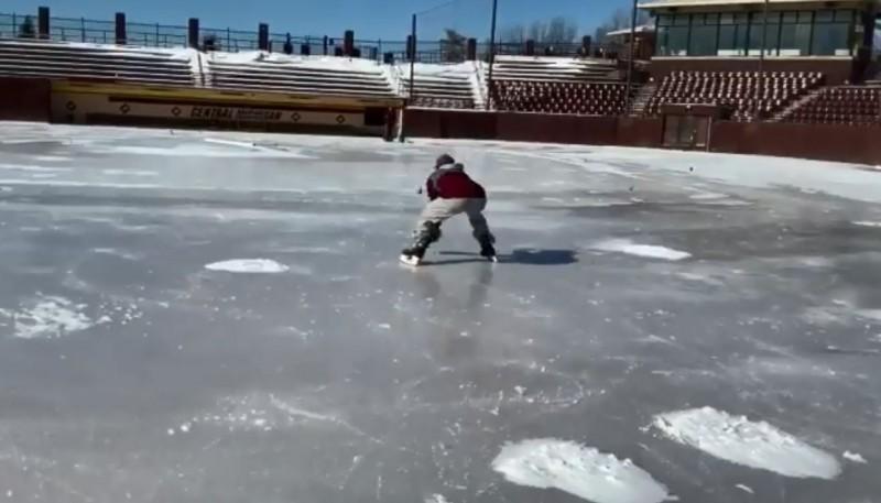 棒球》球場結冰怎麼辦?大學生想出超狂練球法(影音)