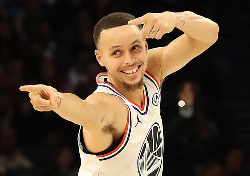 籃球》被詹皇接班人電到 柯瑞讚嘆:太不真實了!