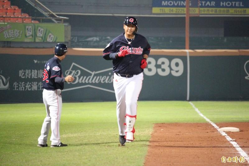 棒球》李大浩轟大號全壘打 年薪是蘇智傑的24倍