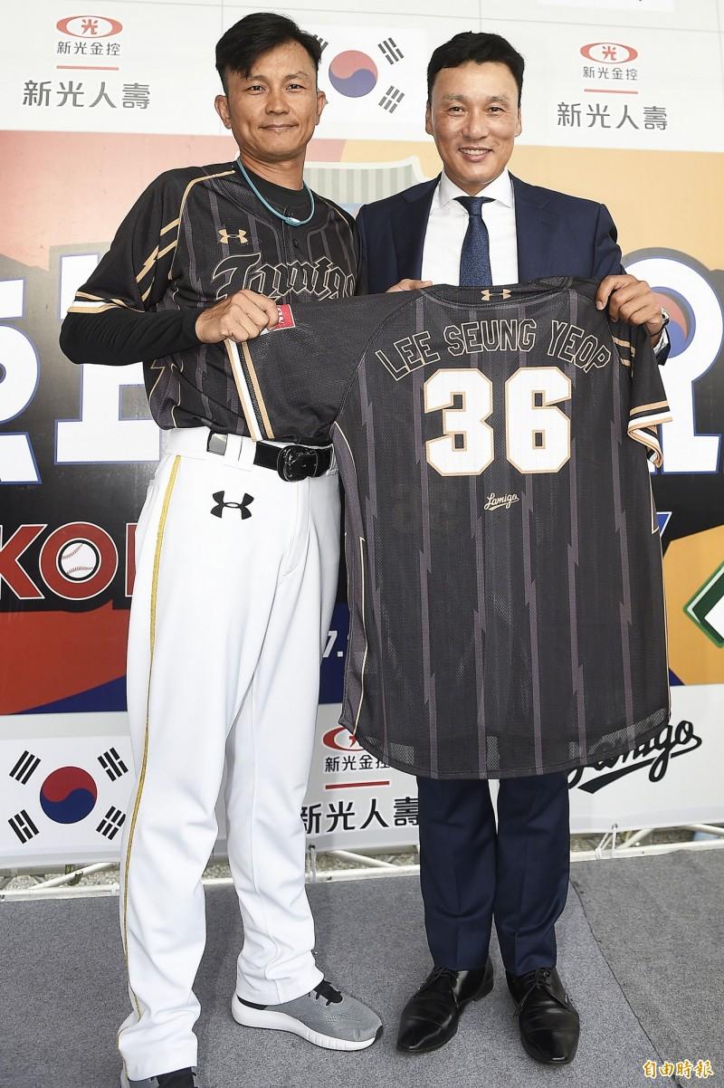 中職》李承燁開心來台 被球場熱烈氣氛嚇到(影音)