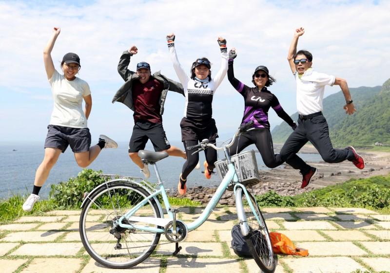 自由車》挑戰台灣4極點 極東點三貂角燈塔600人參與