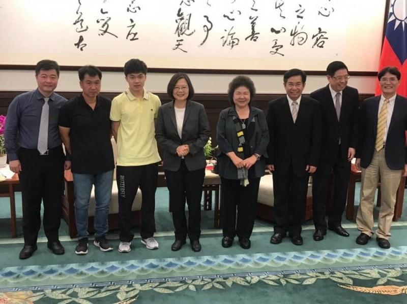 桌球》蔡總統接見桌球小將林昀儒 最關心這件事