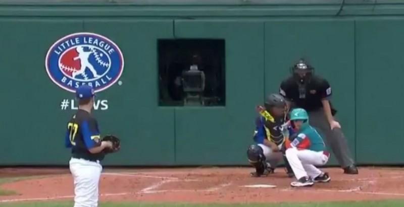 棒球》「蹲著打擊」你見過? 史上最扯打擊姿勢瘋傳(影音)