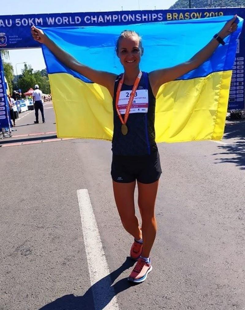 路跑》煉獄超馬搞出人命!烏克蘭鐵娘子中暑熱死