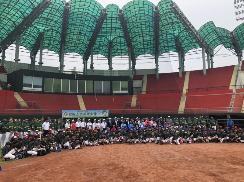 棒球》合庫支持基層體育  公益列車正式啟航