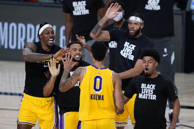 NBA》庫茲馬0.4秒絕殺秀!湖人驚奇逆轉中止3連敗(影音)