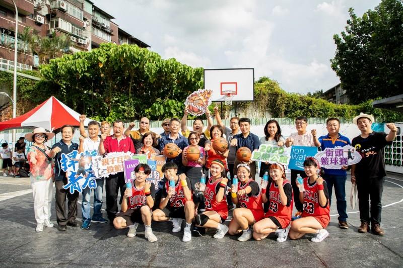 籃球》愛戀公館街頭籃球賽 60組男女混賽拚獎金