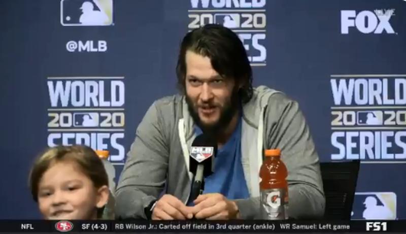 MLB》爆笑!克蕭擋得住對手搶本壘 擋不住小孩搶鏡頭(影音)
