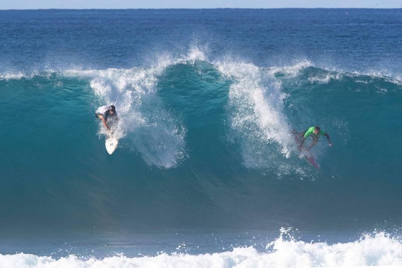 衝浪》怕!血盆大口咬破衝浪板 夏威夷驚傳鯊魚攻擊死亡案例