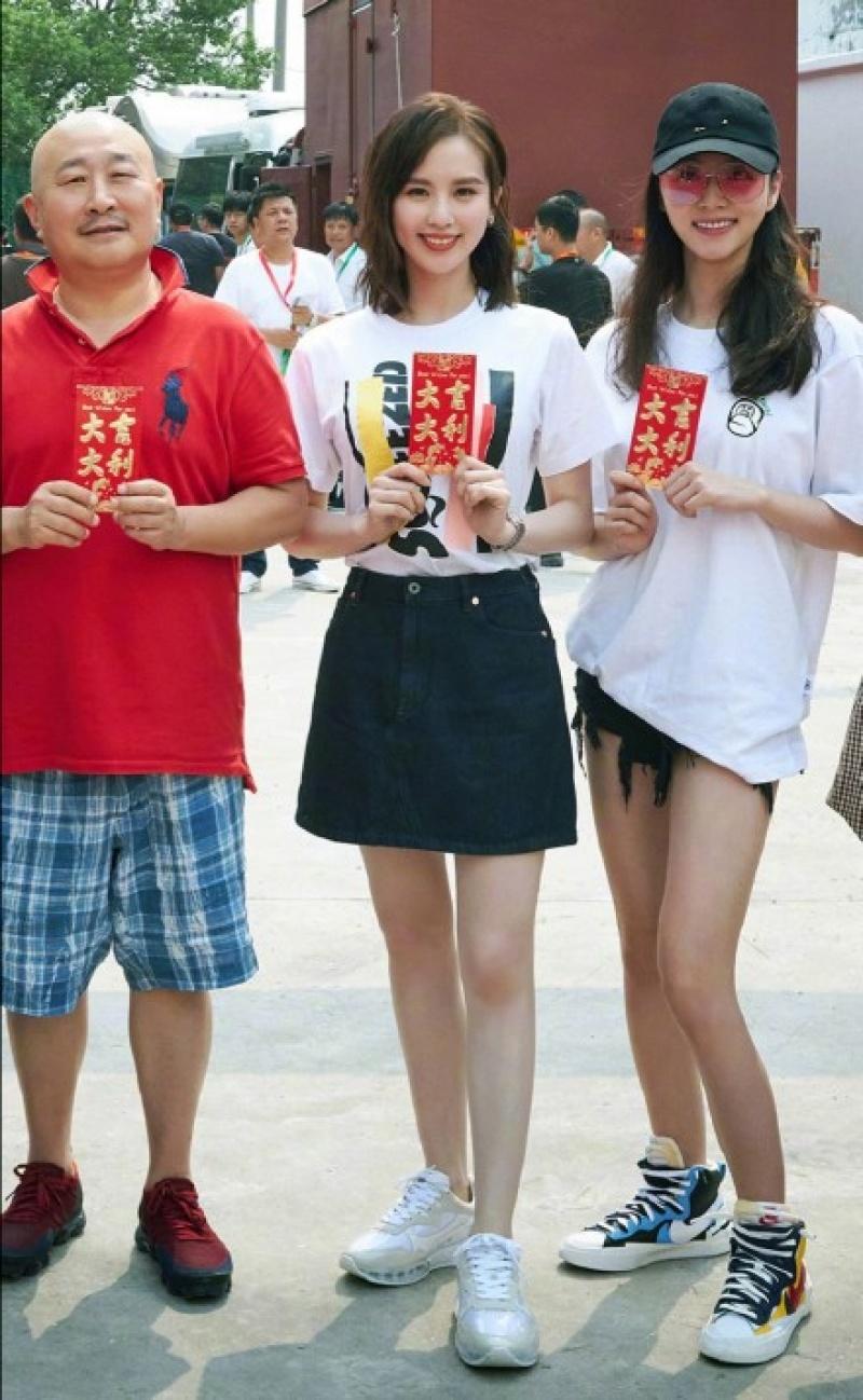 劉詩詩開鏡被捕獲「野生未修圖」!和官宣照一對比:攝影師要失業了