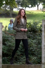 沒看過這樣的凱特王妃!與軍隊攀岩「綁髮、戴安全帽」超帥