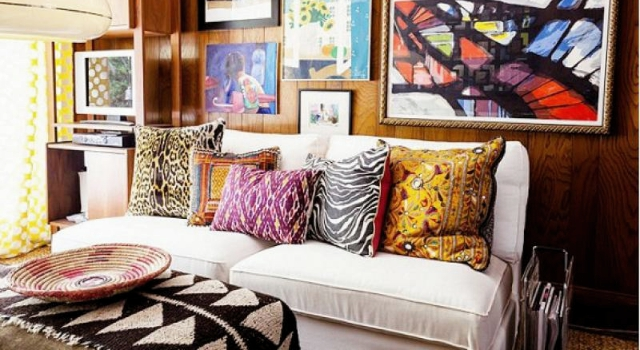 嫌單色沙發太無聊?靠枕頭來上色吧