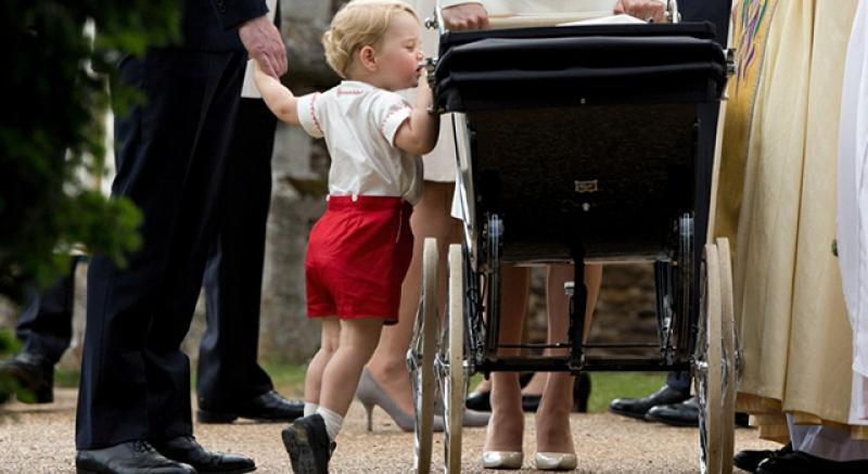 英皇室夏綠蒂小公主受洗 二寶亮相兄妹萌翻啦!