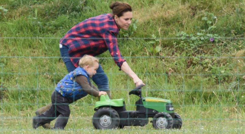 喬治小王子嚕車車 與媽媽的草地約會甜蜜百分百