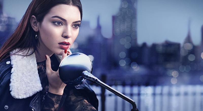 她的追蹤人數比台灣人還多!Kendall Jenner俏皮賣豐唇