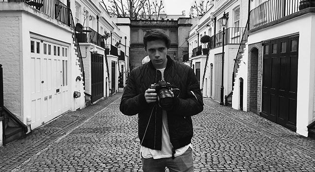 不再靠爸!貝克漢兒子布魯克林攝影師身分出道!