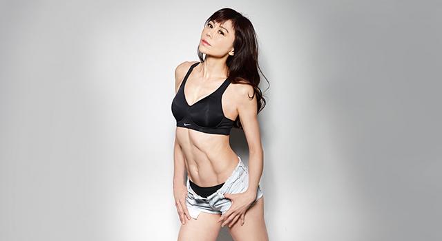 這腹肌是奇蹟!46歲健身美魔女:5動作每次做都超抖但超有效!