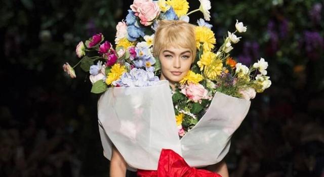 別怕!超瘋狂人形巨花,Moschino帶你進入奇幻花花世界