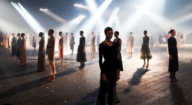 巴黎時裝週》Dior大秀孔曉振、楊穎「中韓較勁」場邊、場上拚時尚!