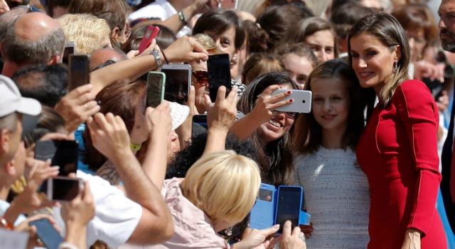 歐洲最美公主就是她!「未來西班牙女王」13歲賣萌帶貨能力不輸夏綠蒂!