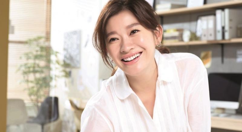 日劇女王「肌感」不沉睡!45歲篠原涼子靠 3 個法寶打造透亮美肌水玉光
