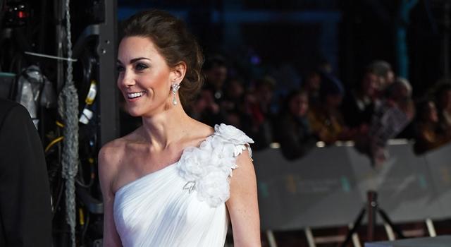 凱特王妃「倫敦主場」性感發威!秀纖腰、香肩完勝眾好萊塢女星!